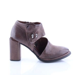 ROCK HEEL WITH CUTOUT AND METAL DETAIL - SAMPLE SALE SIZE 37 - FINAL SALE